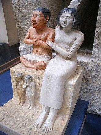 Древнеегипетский придворный Сенеб и его семья (ок. 2475 год дон.э.)