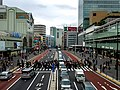 Shinjuku Station Crossing (41642980782).jpg