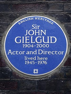 Sir john gielgud 1904 2000 actor and director lived here 1945 1976