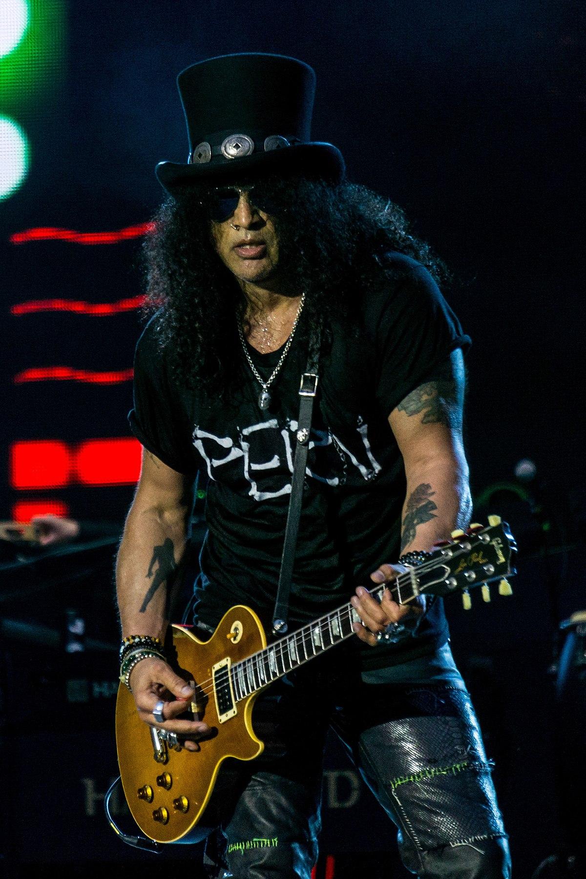 1200px Slash Guitarist of Guns N Roses in 2017