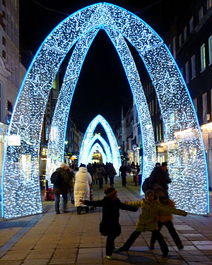 English: Christmas lights on South Molton Stre...