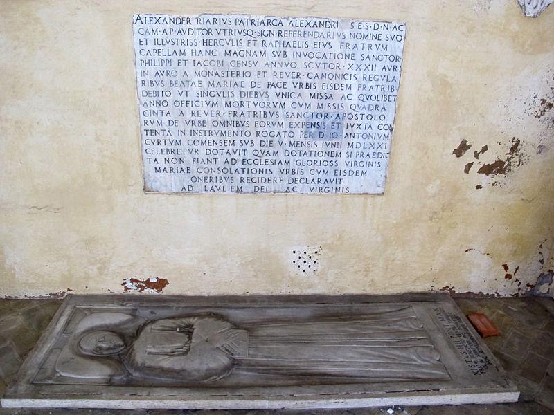 Ss. apostoli, portico, lapide alessandro riario e tomba terragna.JPG