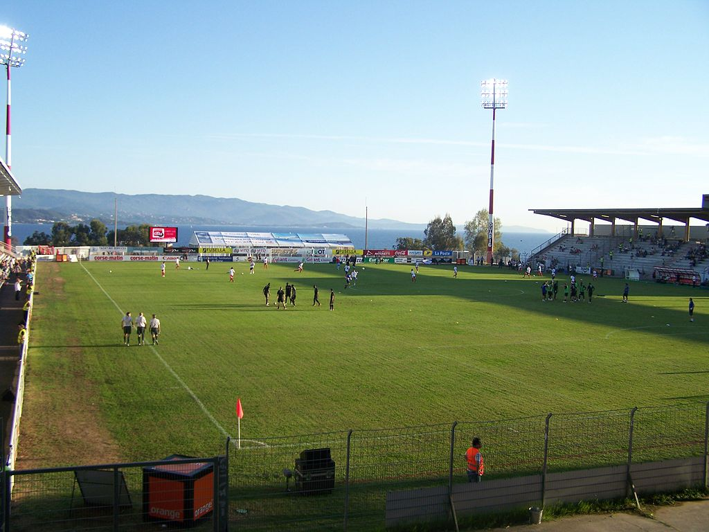 [FOOT] LE GFC, LE GAMOPAT FOOTBALL CLUB - Page 30 1024px-Stade_Fran%C3%A7ois-Coty_02
