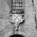 Stadswapen op de zuidelijke gevel van Stedelijke Werkinrichting - Leiden - 20135215 - RCE.jpg