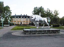 Visentstatue i rustfrit stål i Stadsparken.   Visenten var symbolet for Avesta Jernverk.
