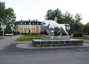Avesta Municipality - Wisent statue made of stainless steel, located in Avesta City park