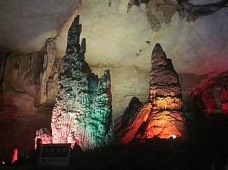 Boyue Cave - Image: Stalactites, Boyue Cave, picture 11