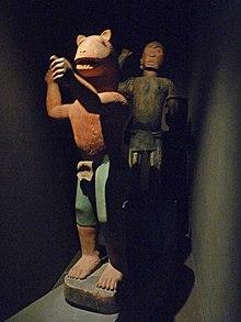 https://upload.wikimedia.org/wikipedia/commons/thumb/3/3d/Statue_du_roi_Gl%C3%A9l%C3%A9-Fon_(2).jpg/220px-Statue_du_roi_Gl%C3%A9l%C3%A9-Fon_(2).jpg