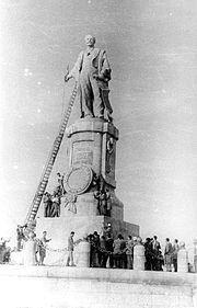 Statue of de Lesseps
