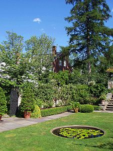 Stevens-Coolidge Place, Andover, Massachusetts (walled garden with house).JPG