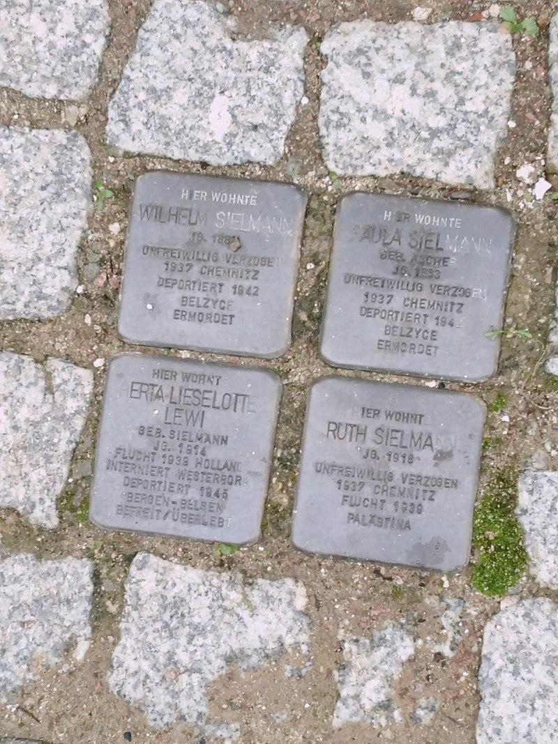 Stolpersteine in Frankenberg Sachsen.jpg