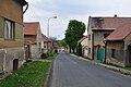 Stradonice - Hlavní ulice.jpg
