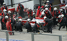 Photo d'une arrêt au stand d'Anthony Davidson au Grand Prix de Malaisie 2008