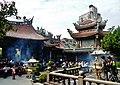 Taipeh Longshan-Tempel Zweiter Hof 3.jpg
