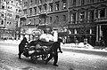 Teherszállítás kézikocsival, 1945 Budapest. Fortepan 22884.jpg