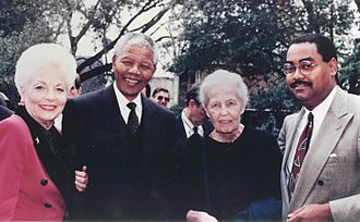 Ann Richards - Richards in 1991, with Nelson Mandela, Dominique de Menil, and Rodney Ellis