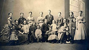 Benjamin Silliman - Yale professor and famed chemist Benjamin Silliman with his extended family.