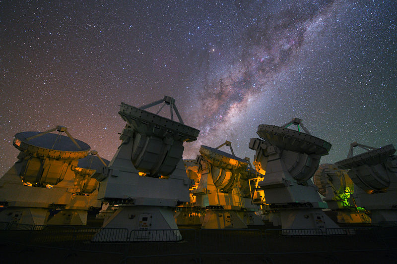 Файл:The Milky Way above the antennas of ALMA.jpg