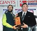 "The Union Minister for Human Resource Development, Shri Prakash Javadekar presenting the Giants Award to Shri Rishi Kapoor for films field, at the ""44th Giants Day Celebration"", in Mumbai on September 17, 2016.jpg"