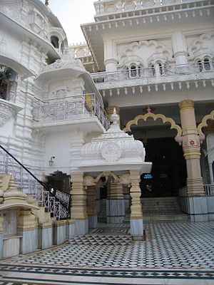 Chhatarpur Temple - The main courtyard of Chhatarpur Temple