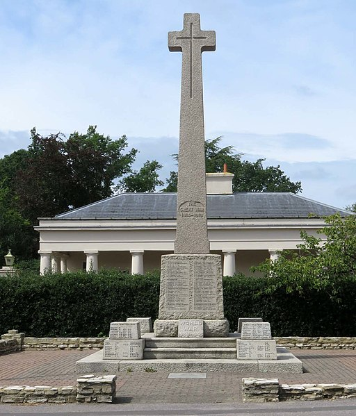 The war memorial in Camberley (geograph 5495525)