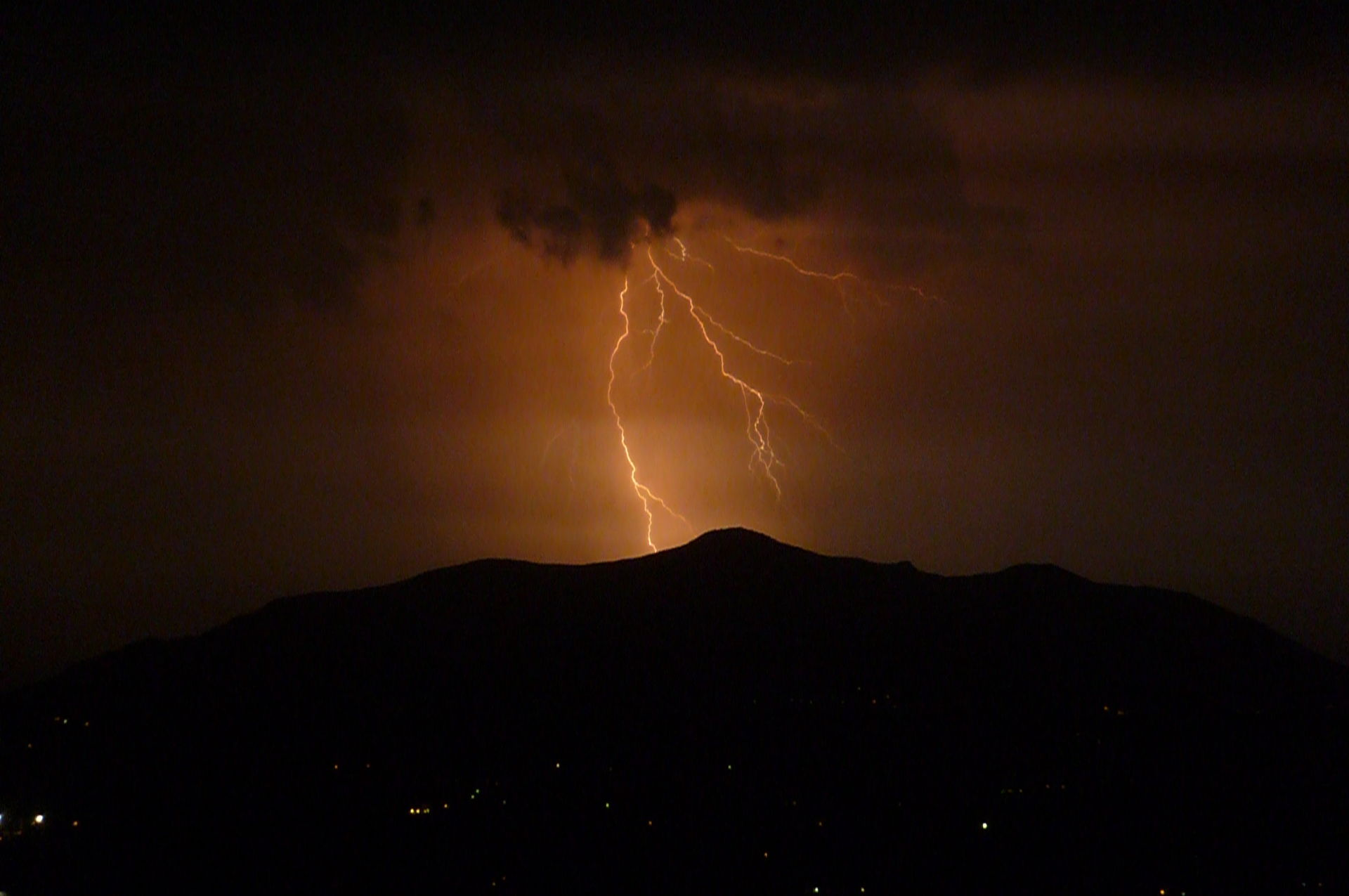 an introduction to lightning a natural phenomenon during a storm Introduction lightening, cyclone, earthquake, etc are the natural phenomena benjamin franklin, an american scientist, showed that the lightning and the spark from clothes are essentially the same phenomena.