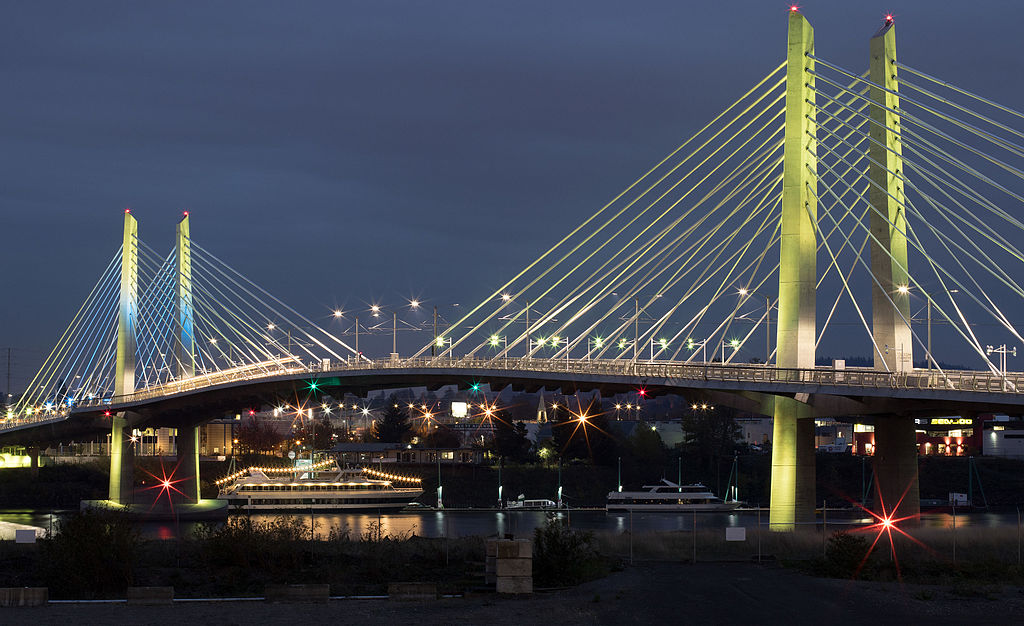 Tilikum Crossing at night Nov 2015