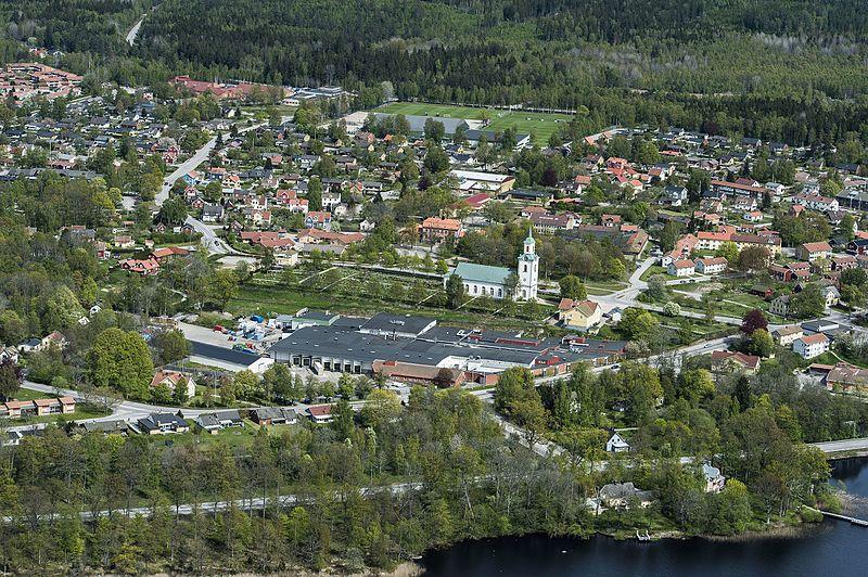 File:Tingsås kyrka från luften.jpg