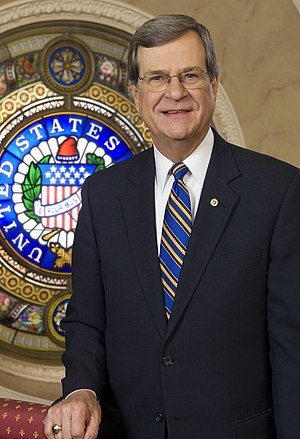 Seal of the United States Senate - Trent Lott posing next to the Senate seal