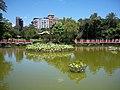 Tsuei Heng Pavilion and Shang Shan Bridge on Emerald Pond 20090801.jpg
