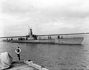 Apogon's (SS-308) heads towards dock at Submarine Base 5.