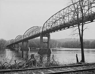 U.S. Route 18 in Wisconsin - Old US 18 bridge over the Wisconsin River in Bridgeport