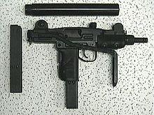La Mini UZI, arma regalata ad Anita da Edward
