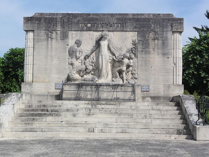 Vailly-sur-Aisne (Aisne) Monument aux morts
