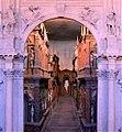 Vicenza Teatro Olimpico (scena).jpg