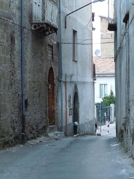 File:Vicolo di Roccamonfina8.JPG