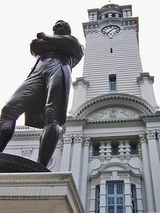 Victoria Theatre and Concert Hall - Statue of  Stamford Raffles in front of the clock tower