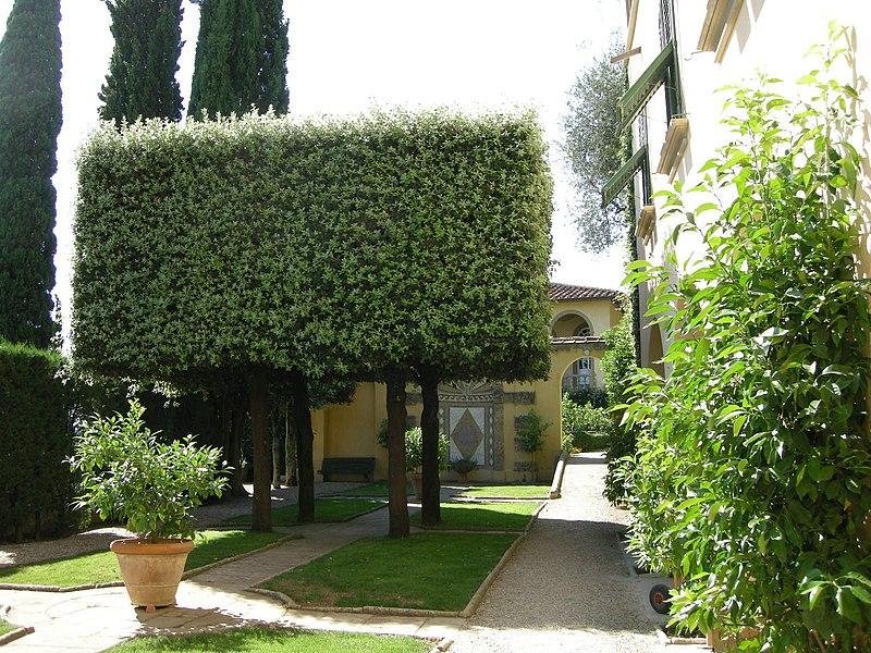 File:Villa le balze, giardino 01.JPG