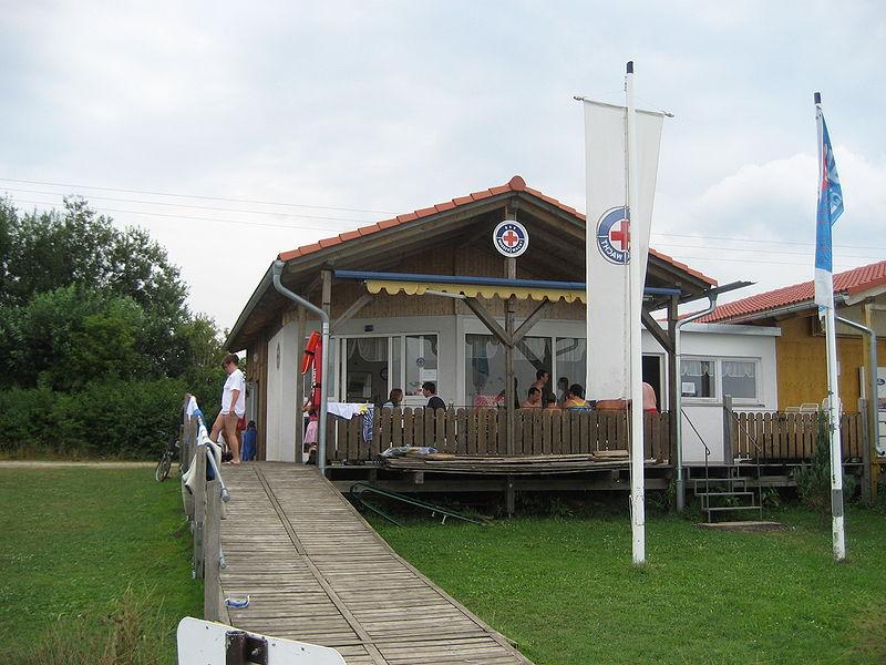 File:Wasserrettungsstation Wasserwacht.JPG