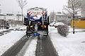 Winterdienst mit Heimo, Salzstreuen im Jänner 2014 (12204463403).jpg