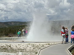 Yellowstone sawmillgeyser.jpg