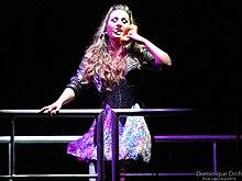 Demi Lovato zpívá na svém turné v roce 2011
