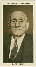 Pacchetto di sigarette Mitchell's con la foto di Zaro Aga. (1930 circa)
