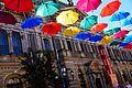 """""""Аллея парящих зонтиков"""" в Соляном переулке. Зонтики на фоне Санкт-Петербургской художественно-промышленной академии.jpg"""