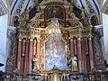 Église Saint-Nicolas-de-Véroce retable et luminaire.jpg