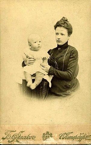 Анна Константиновна Арсеньева с сыном Владимиром (Волей). Санкт-Петербург, 1901 г.