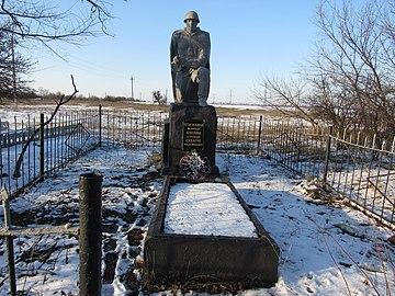 Братська могила на кладовищі.jpg