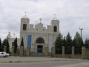 Church in Chernivtsi.jpg