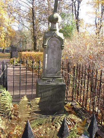Надгробие Д.И.Писарева на Литераторских мостках