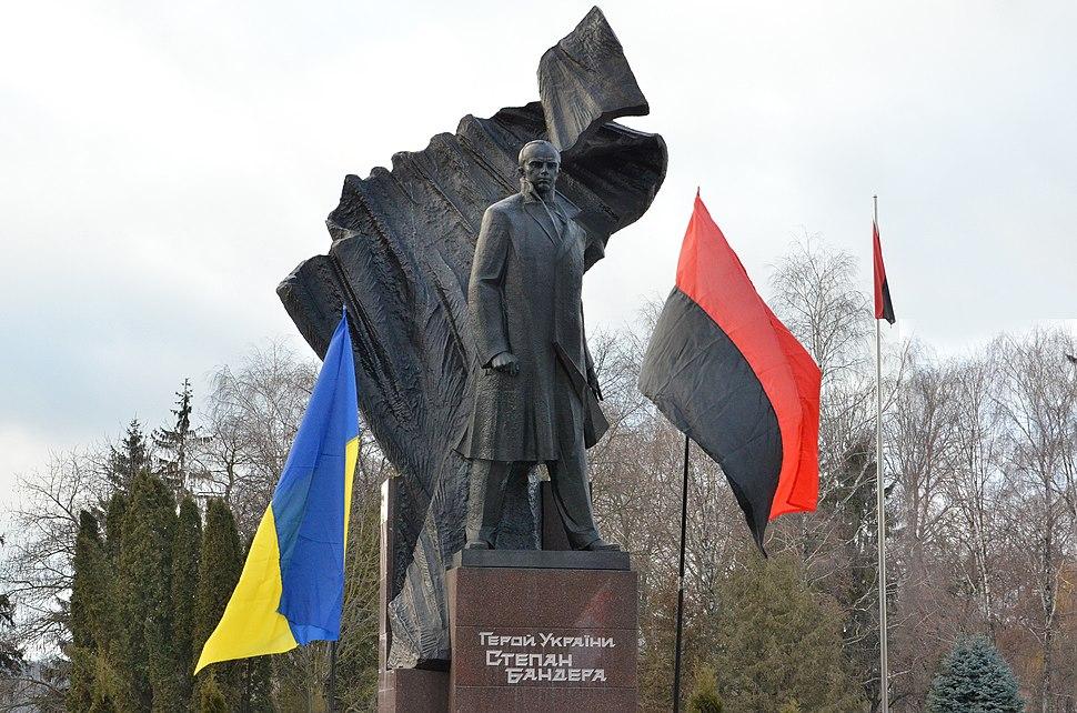 Тернопіль - Пам'ятник Степанові Бандері - 17017439